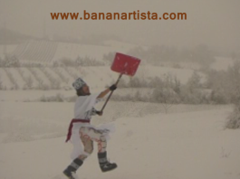 (b)ananartista SBUFF - snow shovel dance