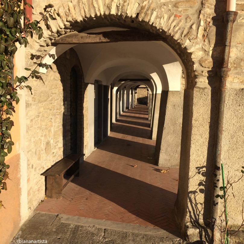 commenti piccanti : portico bobbio : fotografia by (b)ananartista sbuff