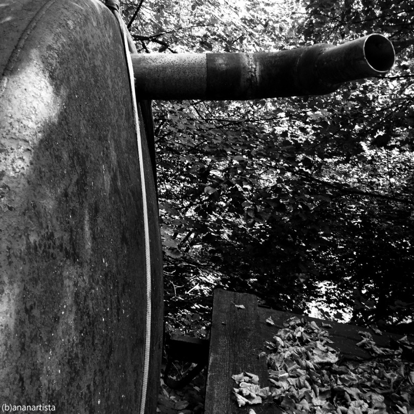 amando me stesso ho trovato un tubo: minimal industrial photography art by (b)ananartista sbuff