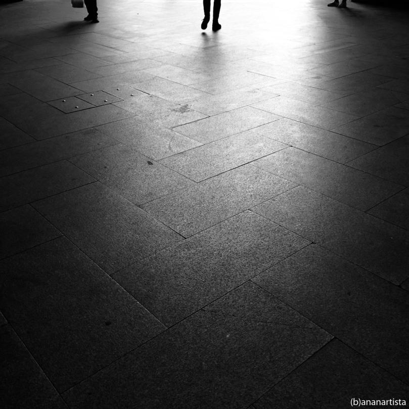 les passant frôlent le giron silencieux de la mort: photography by (b)anartista sbuff