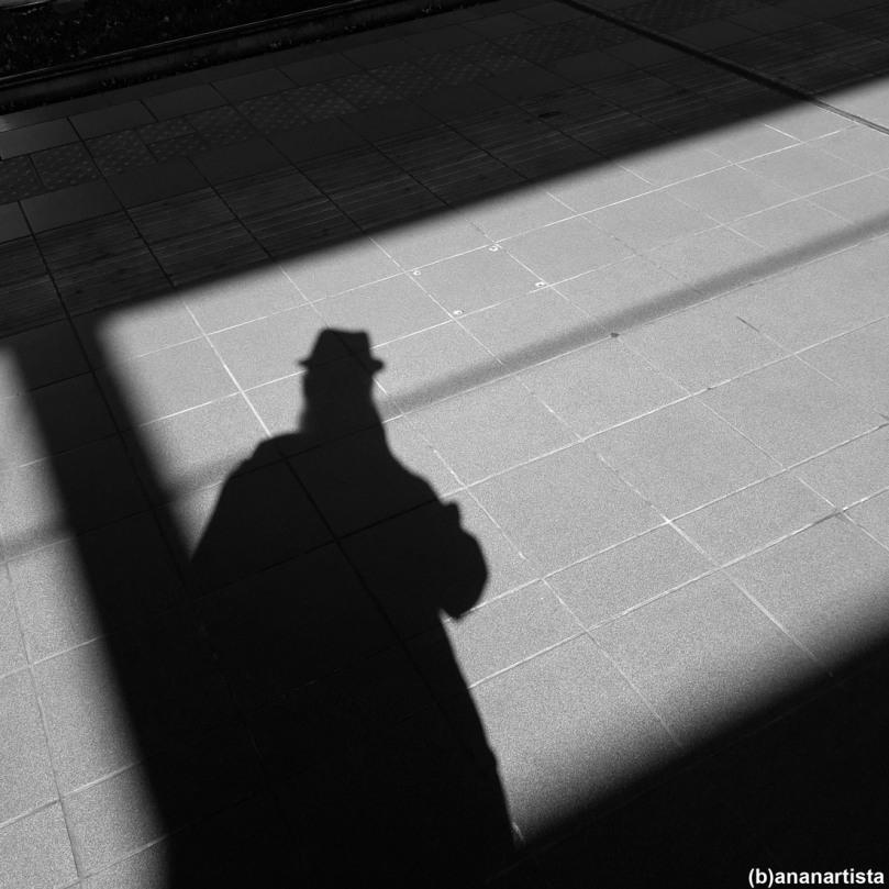 ombra oscura della notte: autoritratto di (b)ananartista sbuff